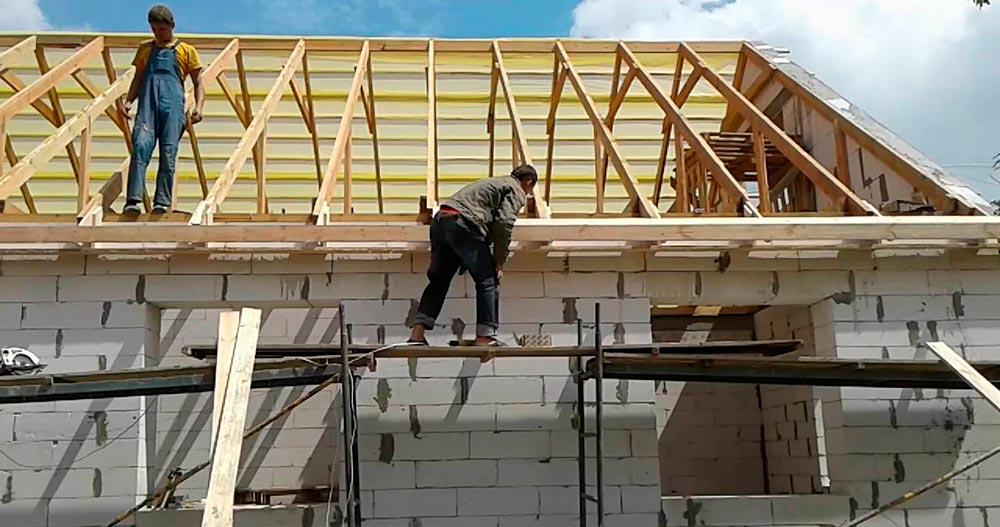 Строительство домов в Крыму - Монтаж систем перекрытия и устройство кровли