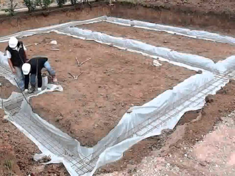 Строительство домов в Крыму - Монтаж ленточного фундамента