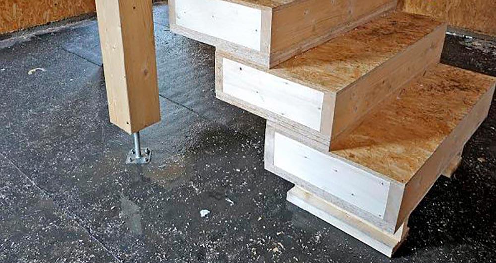 Строительство домов в Крыму - Лестница из СИП-панелей