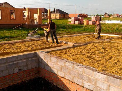 Строительство домов в Крыму - Обратная засыпка фундамента